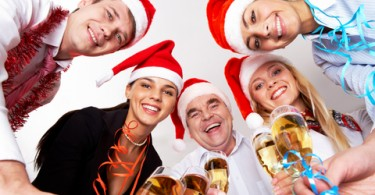 Careertipster-Reasons-to-attend-company-holiday-party-parties